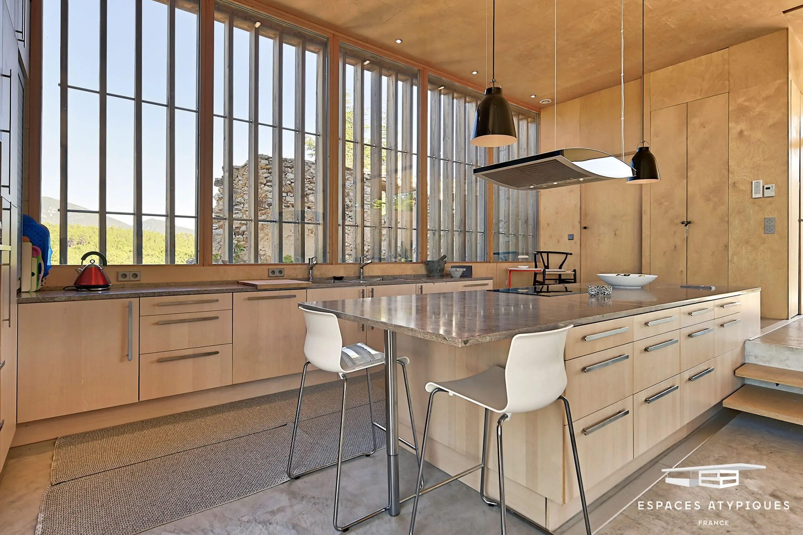 Cette maison d'architecte exceptionnelle possède une vue à couper le souffle