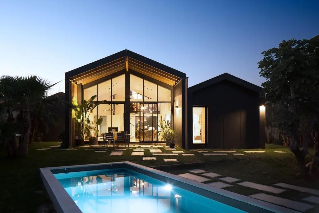 Cette maison d'architecte devient féérique à la nuit tombée