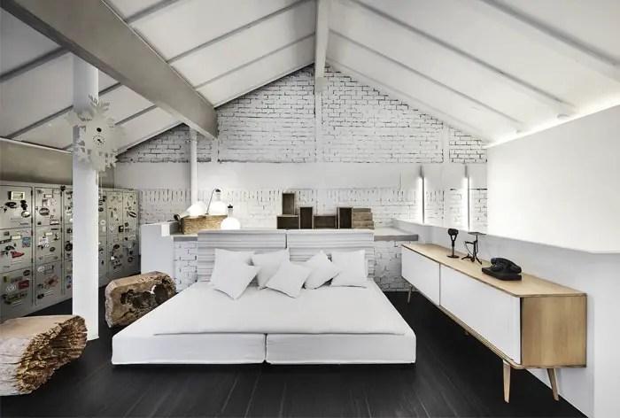 Une petite maison rénovée par le studio de design Upstairs à Singapour
