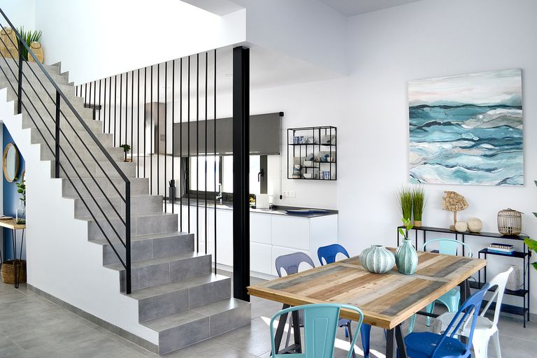 Cette maison à la décoration bleue a la mer pour horizon - PLANETE DECO a homes world