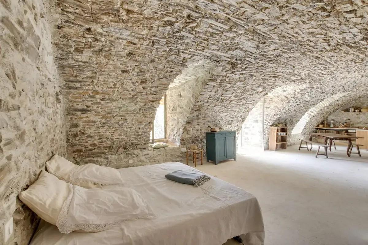 Un loft minimaliste en pierres dans les Cévennes - PLANETE DECO a homes world
