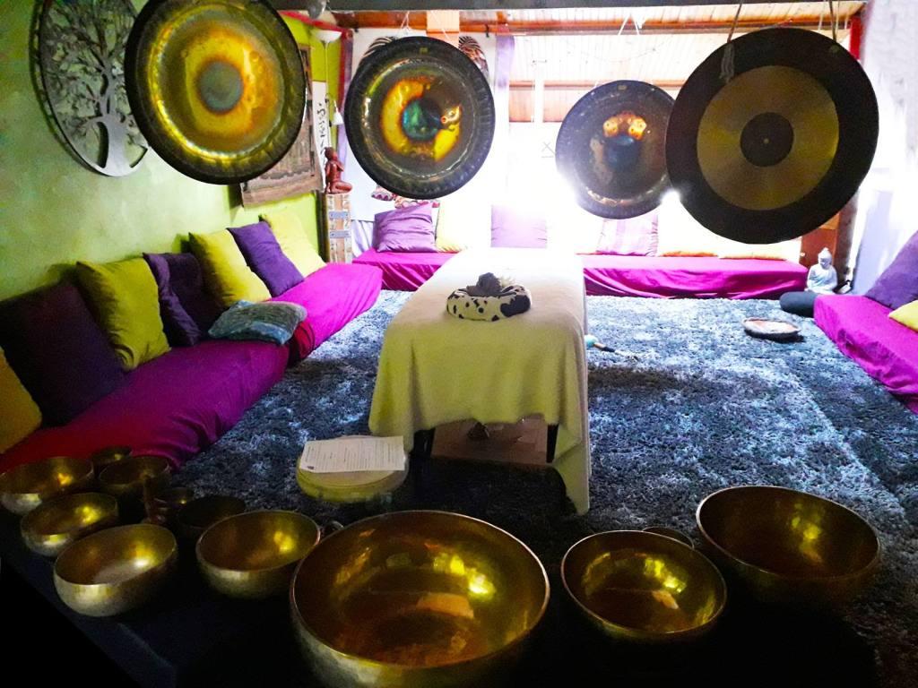 Les bienfaits du concert bain de gong et bols tibétain