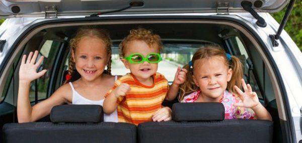 partir en voiture avec ses enfants doudou