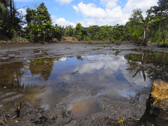 An oil spill in Lago Agrio, Ecuador (Image Source: Creative Commons)