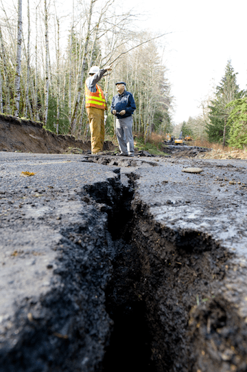 FEMA investigates a cracked roadway in Washington (Image: Creative Commons)
