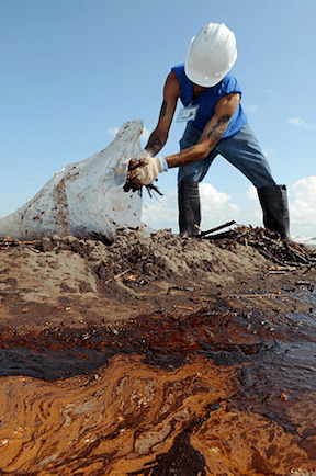 Worker cleans up oily waste on Elmer's Island, Louisiana, May 21, 2010. (Image Credit: Patrick Kelley / Flickr)
