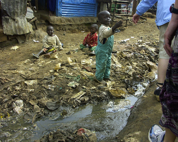 The ground in much of Kibera is composed of refuse and rubbish. (Image: WikiMedia Commons)