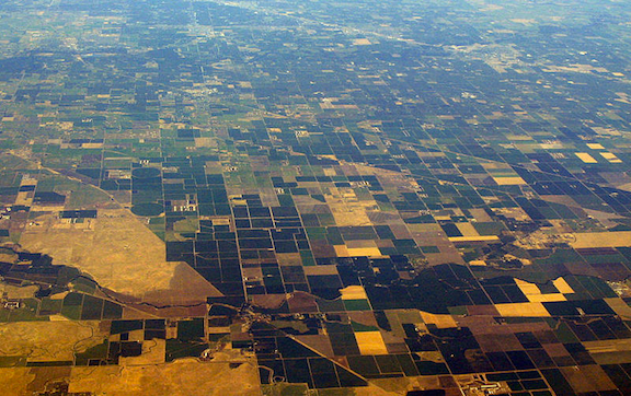 The California Central Valley as seen from 20,000 feet. (Image Credit: WikiMedia Commons)