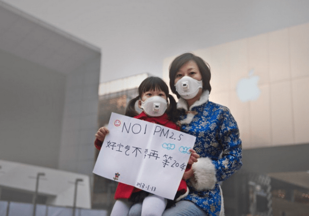 Mother and Daughter protesting particulate pollution (PM2.5) in China. (Photo Credit: Greenpeace)