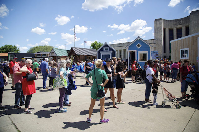Earth Day Texas visitors waiting to tour the Tiny House Village. (© Rick Baraff)