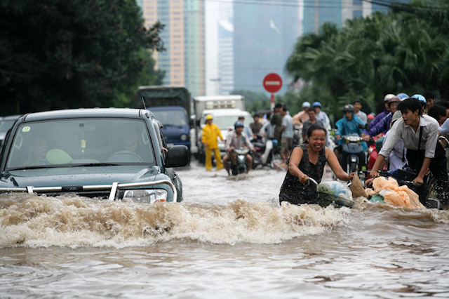A flood in Hanoi, October 2008. (Photo Credit: haithanh / Flickr)