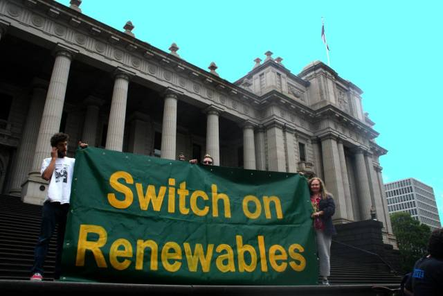 A rally at the Victorian parliament house steps to Save Solar Systems and build the Mildura Solar Thermal Power Plant, Melbourne, Australia, January 2010. (Photo Credit: Takver / Flickr)