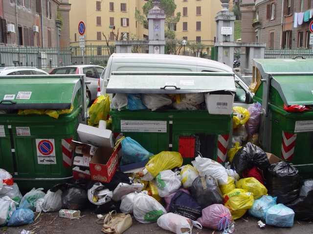 A dumpster in Rome, Italy. (Photo Credit: Ben Salthouse / Flickr)