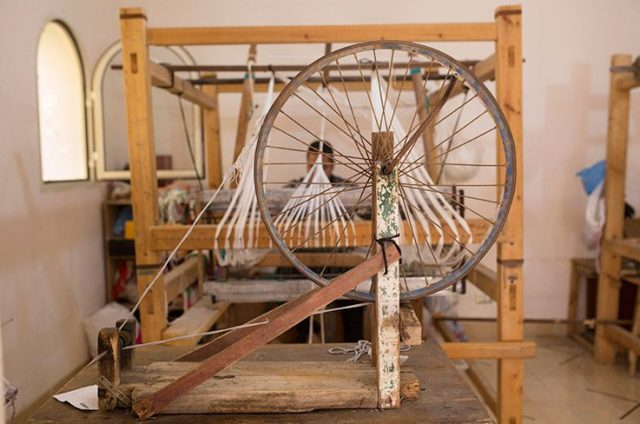 Reform Studio helps to keep the traditional craft of weaving with the handloom alive. (Photo Credit: Sabry Khaled / CC BY-NC-ND)