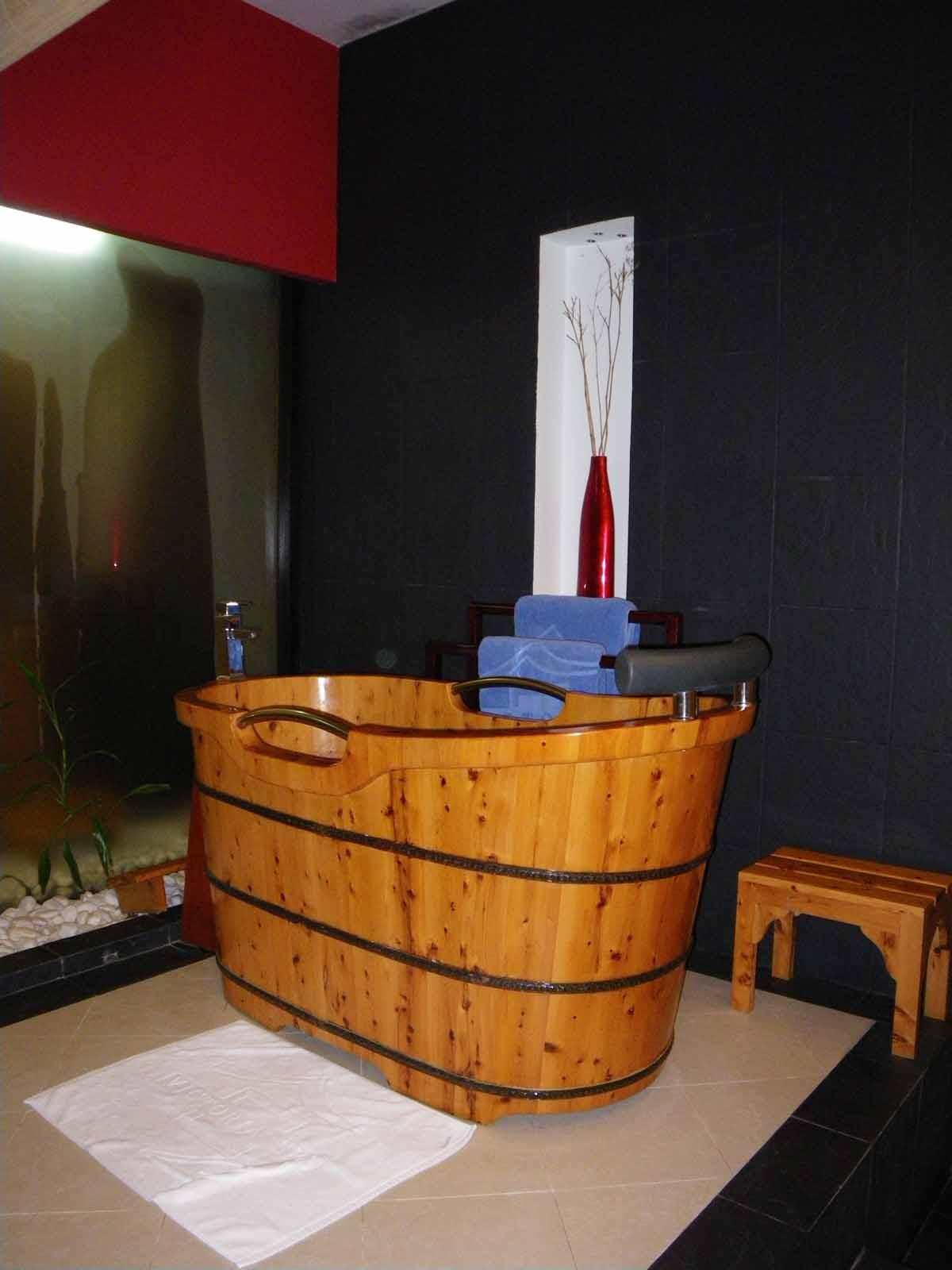 Vietnam Victoria Sapa Resort Spa Wooden Bathtub