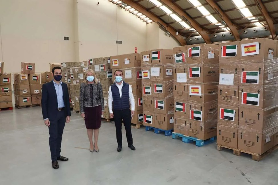 The Mayor inspects the shipment of aid