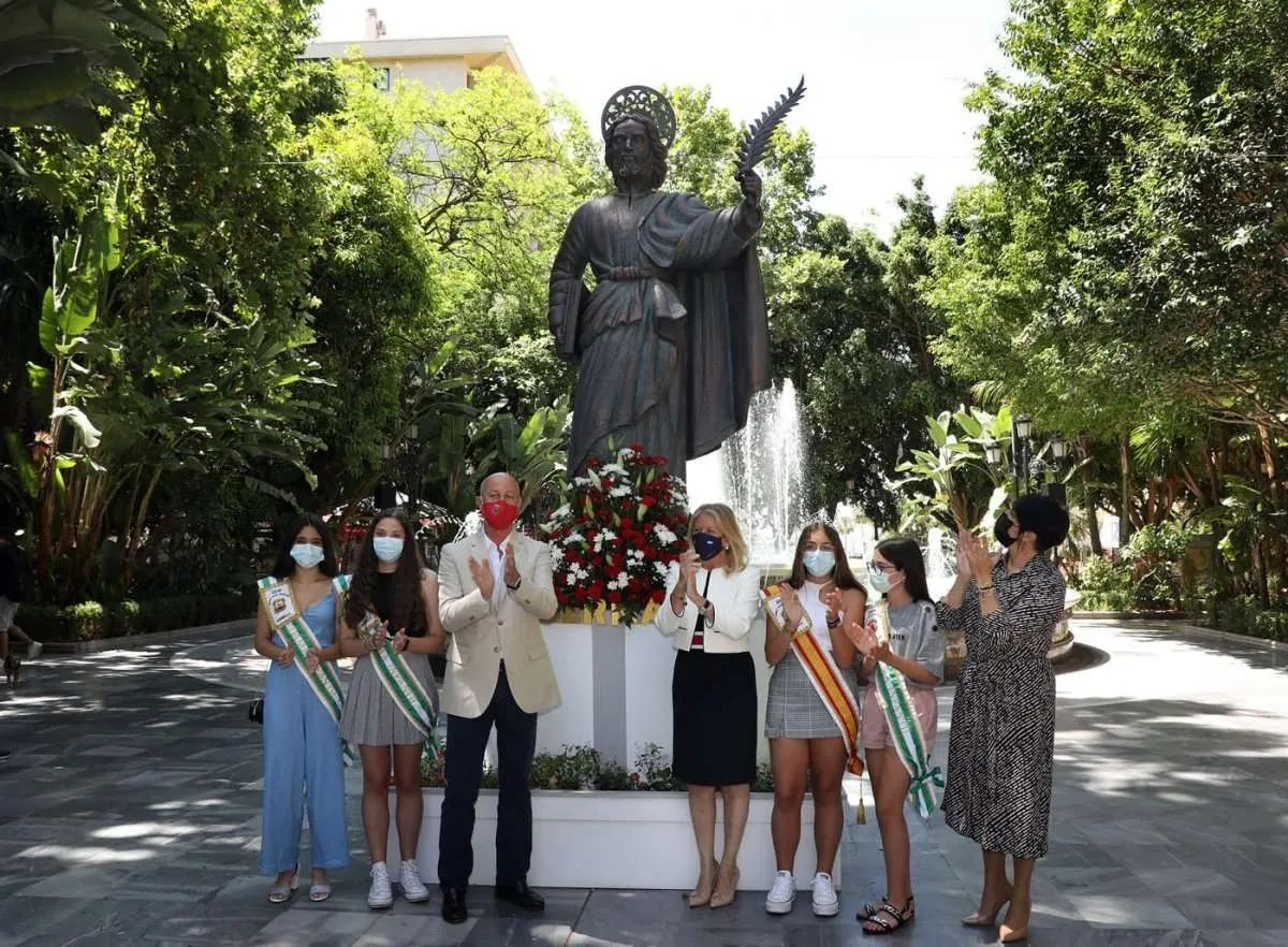 The mayor laid the tradition flowers to mark the run up to the feria