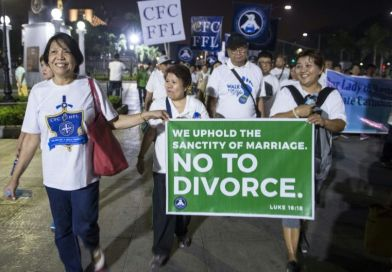 Holdout Philippines takes first big step to legalising divorce