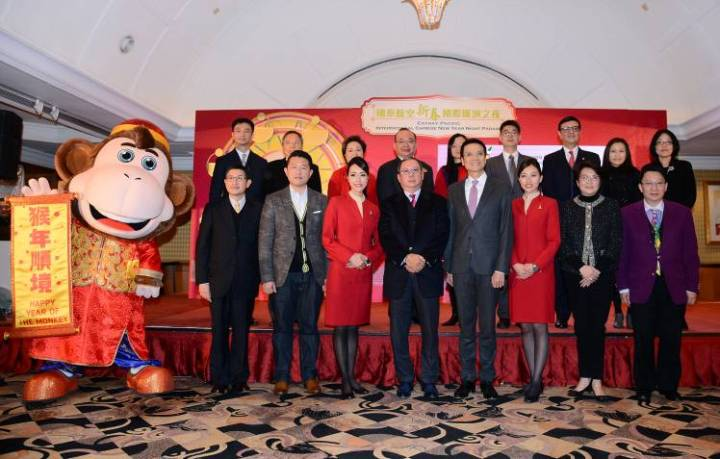 Dr Peter Lam (fourth left, front row), Chairman of the HKTB, and Mr Ivan Chu (fourth right, front row), Chief Executive of Cathay Pacific Airways, are joined by Ms Miranda Kwok (second right, front row), President and Executive Director of China Construction Bank (Asia), parade route sponsor; Mr Kevin Lam (second left, front row), Director of Sales & Marketing of pentahotel Hong Kong, Kowloon, official hotel sponsor; and representatives from other sponsoring and supporting organisations for a group photo.