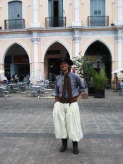 """""""Conquistador spagnolo"""" sulla piazza principale di Salta, provincia del Nord-Ovest"""