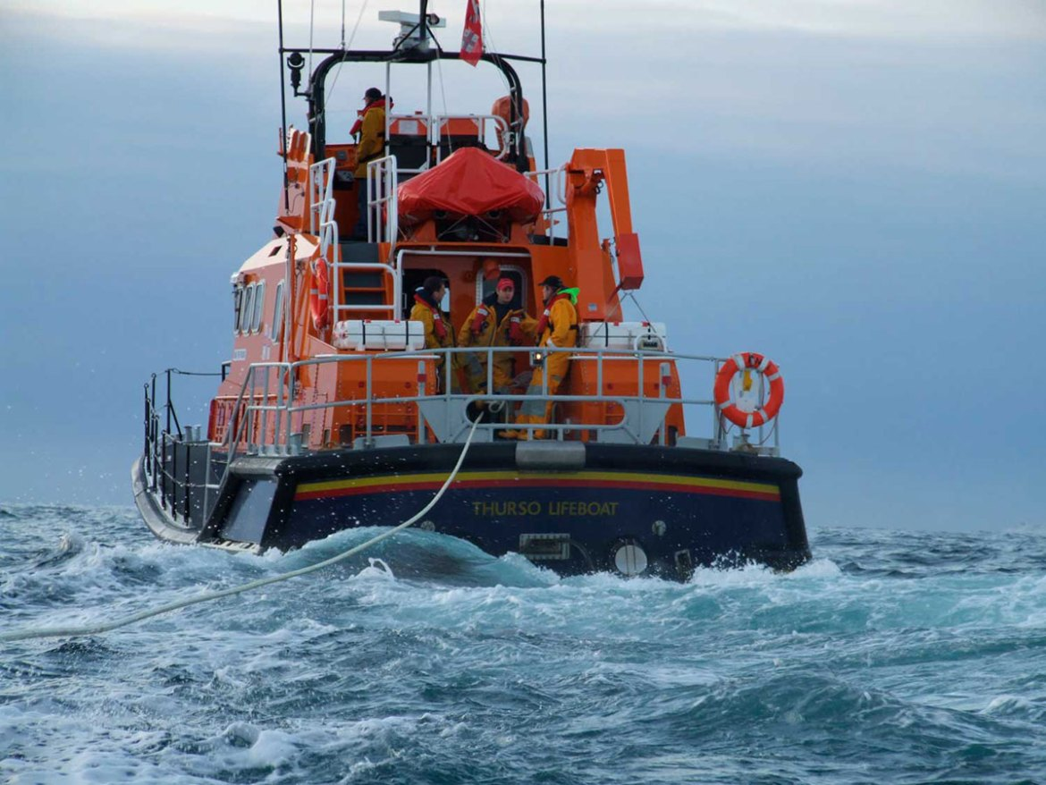 Thurso lifeboat with a tow rope out