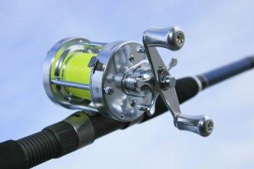Fisheagle CL50 multiplier reel handle side
