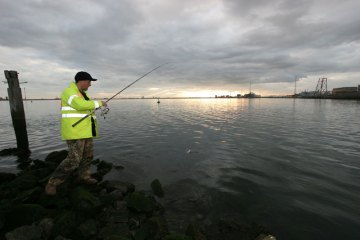 Steve winds in a Greatham Creek flounder