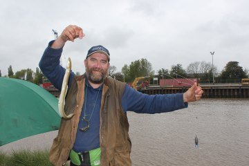 Match 9 – Match winner Paul Marshall with his silver eel
