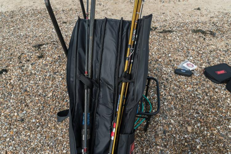 double compartment quiver with two rods