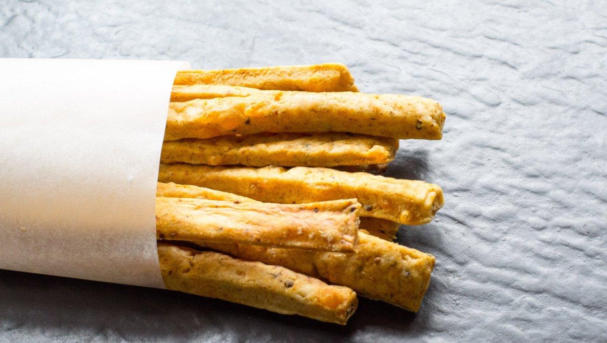 Vegan cheese straws