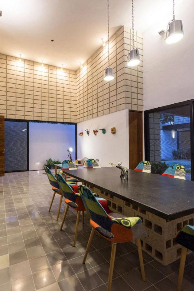 Casa de dos pisos en terreno angosto  Planos de Arquitectura