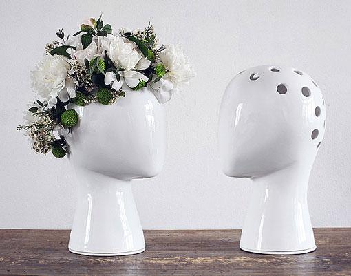 Un jarrón con cabeza