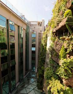 El jard n vertical m s grande del mundo for Hotel el jardin vertical vilafames
