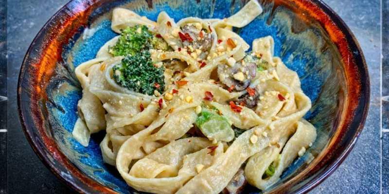 Vegan alfredo sauce - oil free recipe.