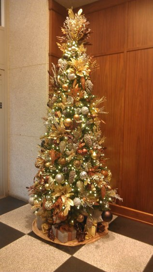 lobby holiday tree