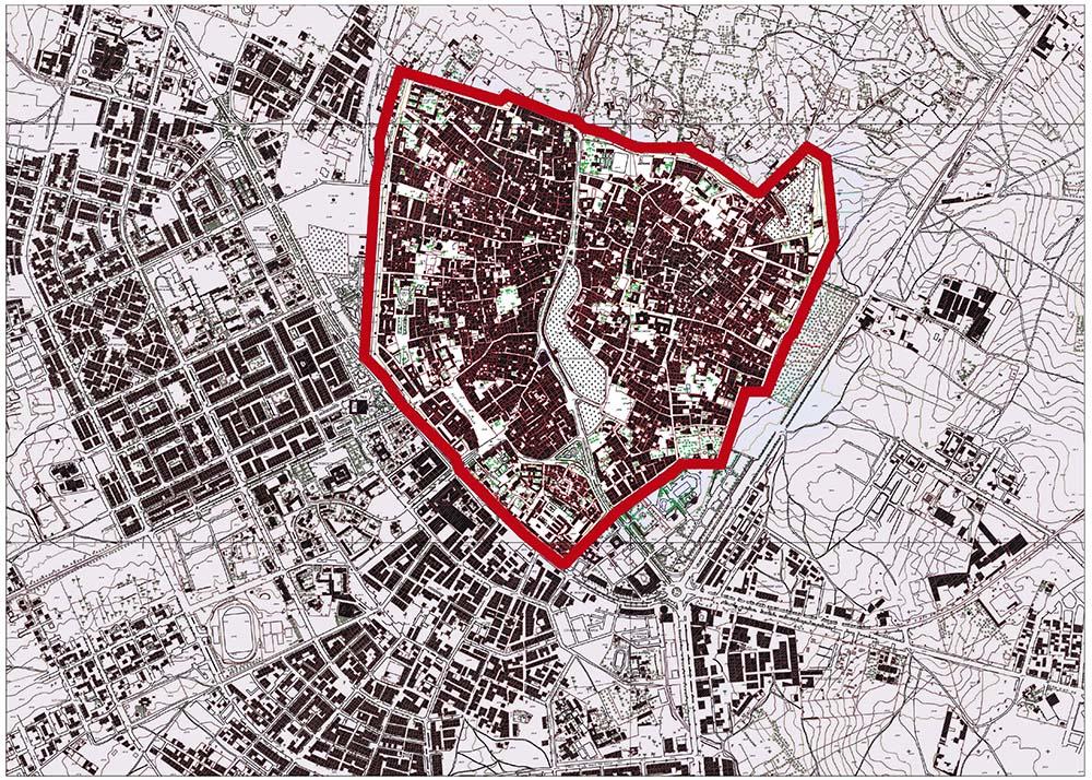 Figure 1: La médina (encadrement en rouge) correspond à la ville ancienne, la ville «moderne» s'est développée hors des remparts quelques années avant l'Indépendance (1956) autour des grands axes traversant la cité, au Sud et à l'Ouest. Le plan de sauvegarde s'applique uniquement à la médina. Extrait de la restitution 2002-11, Municipalité de Tiznit ©.