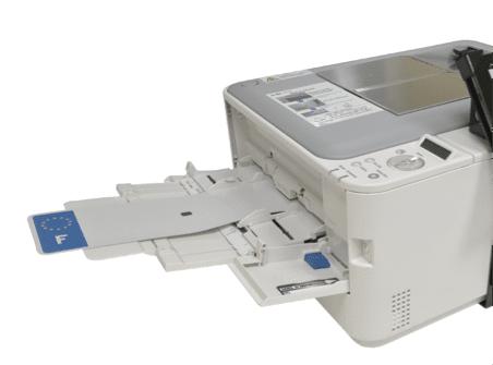 Machine pour fabrication des plaques immatriculation plexi