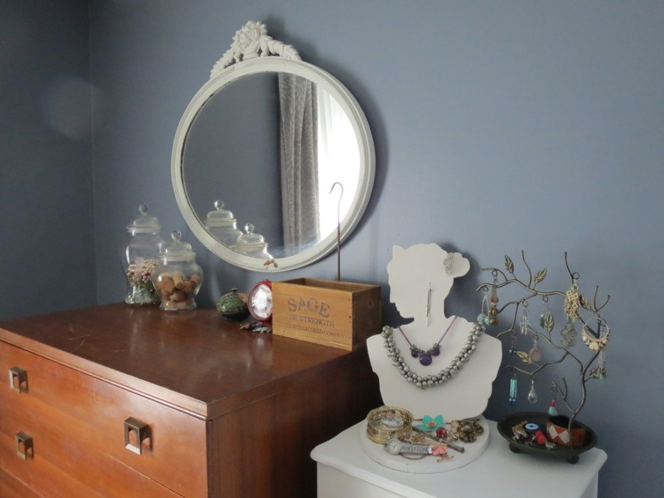 DIY jewelry bust -- Plaster & Disaster