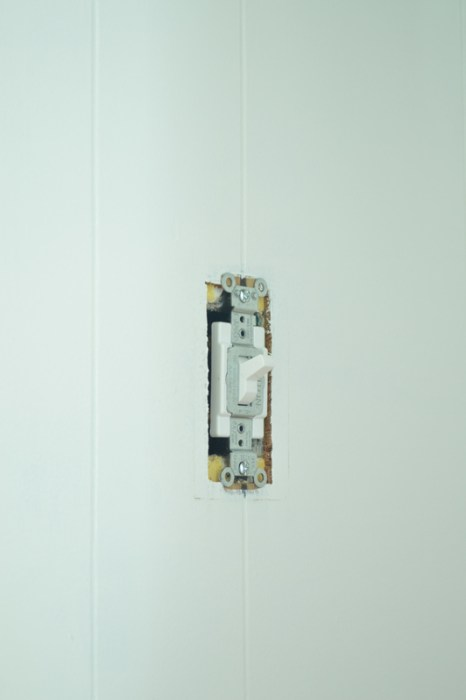 Home improvement - replacing a light switch -- Plaster & Disaster