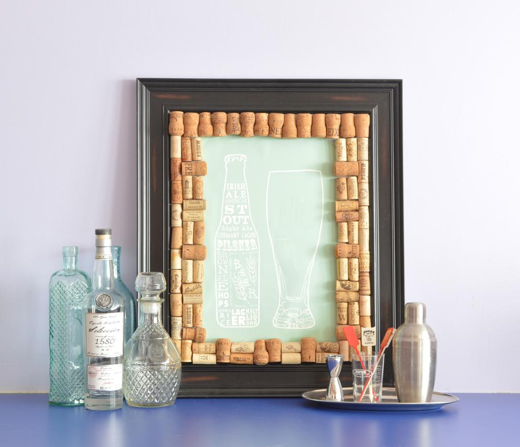 DIY art -- creating a wine cork picture frame -- Plaster & Disaster