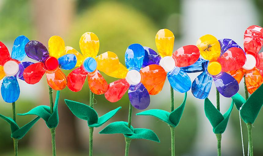 O plástico pode ser moldado nas cores mais ousadas e nas formas mais criativas.