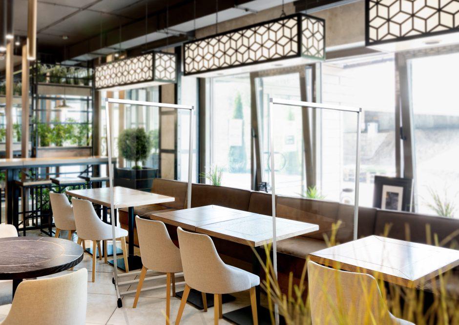 sneeze guard partition for restaurant