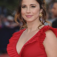 Linda Cardellini Plastic Surgery : Breast Butt Nose Chin Lips