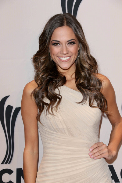 Jana Kramer Plastic Surgery : Breast Butt Nose Chin Lips