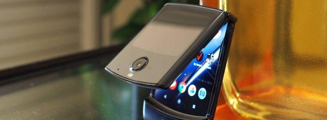 Samsung Galaxy fold looks similar to the Motorola Razr
