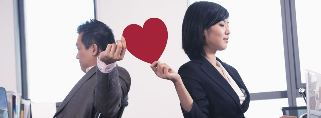 Factors That Leads To Office Romance- Is It A Good Or Bad Idea?