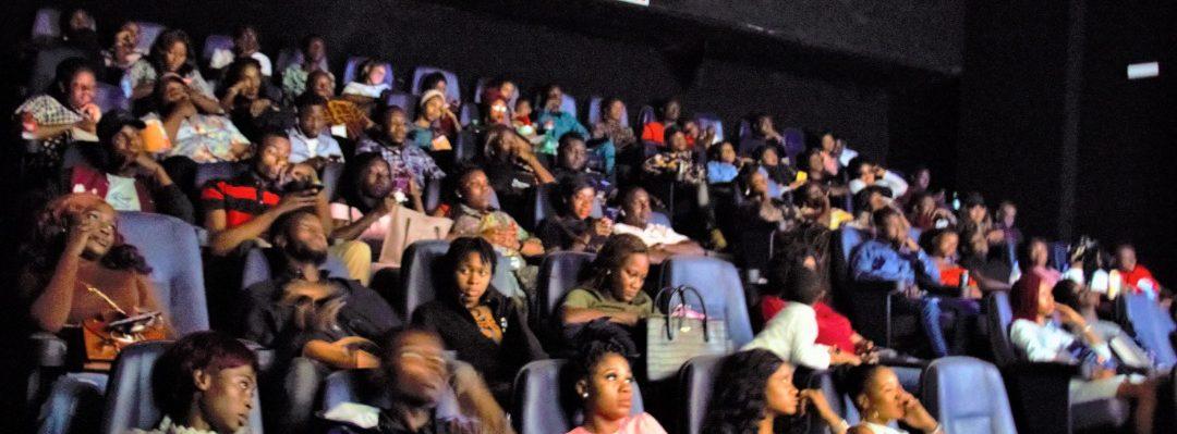 Video: Plat4om Valentine Movie Hangout
