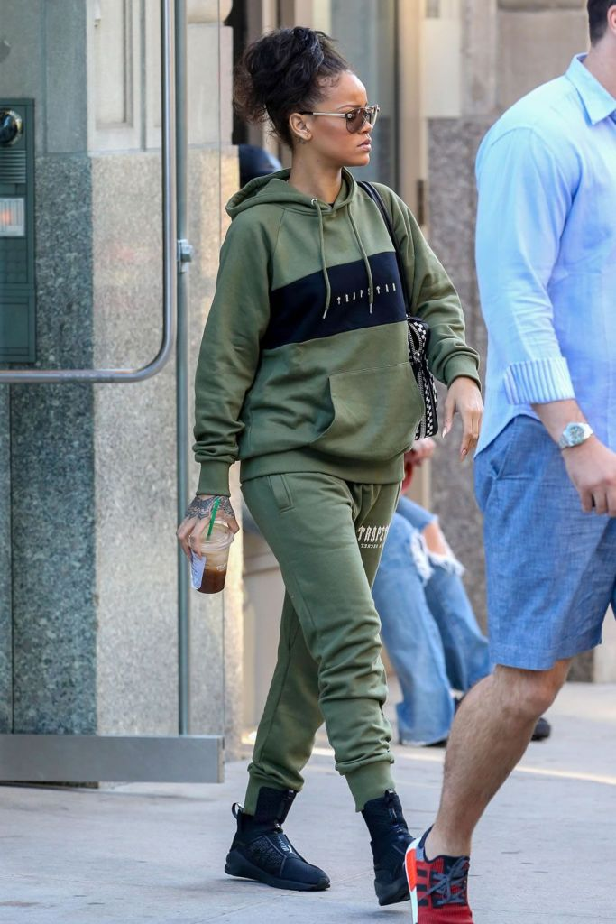 Fun And Stylish Ways To Pair Your Sweatpants Everyday