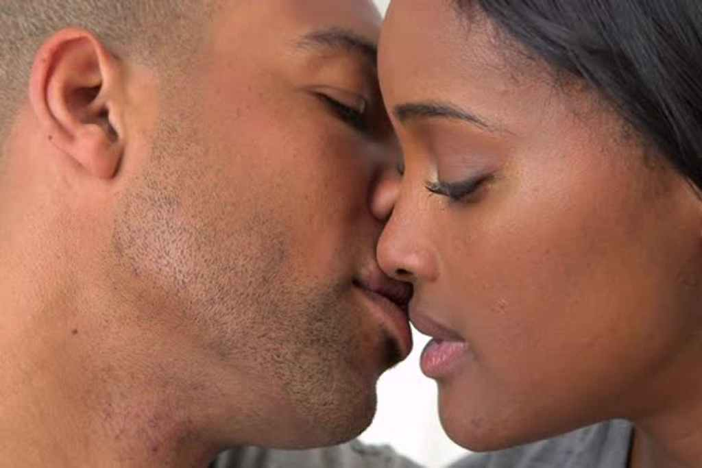 Five Ways Bad Breath Can Be A Problem In Your Relationship