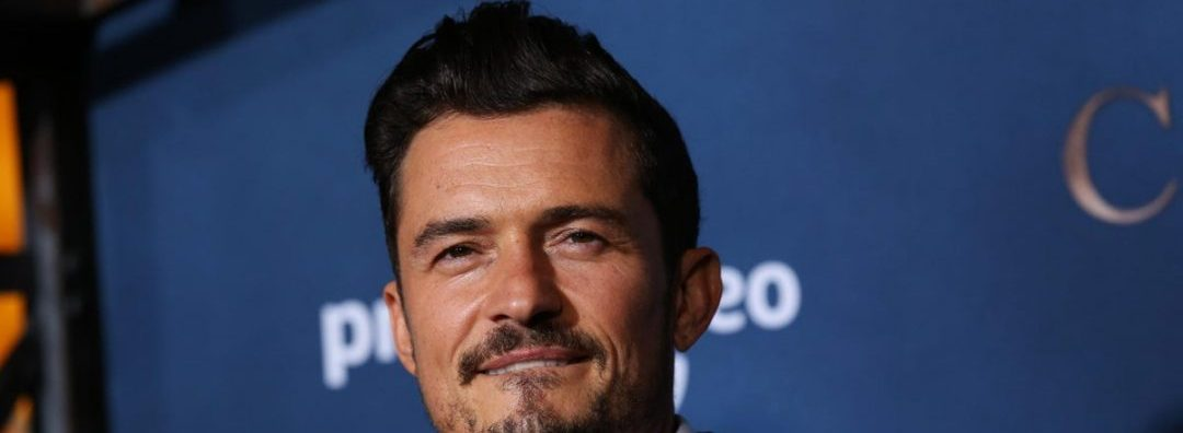 "Orlando Bloom Sings To His Daughter In Hopes She Says ""Dad"" First"